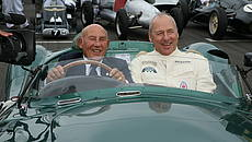 Mark Knopfler e Stirling Moss a bordo di una Aston_Martin DBR1 del 1957 © GettyImages