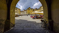 Lucca - Piazza dell'Anfiteatro © Getty Images