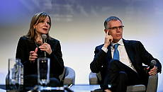 Mary T. Barra (GM) e Carlos Tavares (Gruppo PSA) © GettyImages